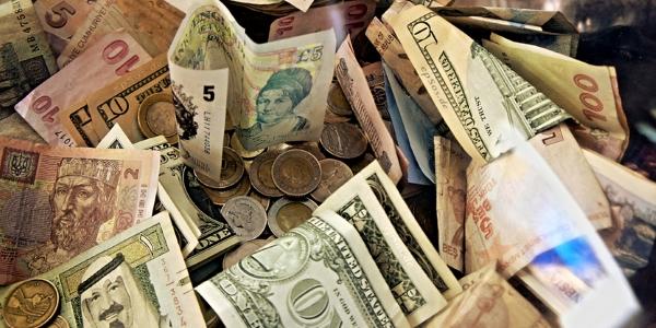 Dinero por epsos (punto) de